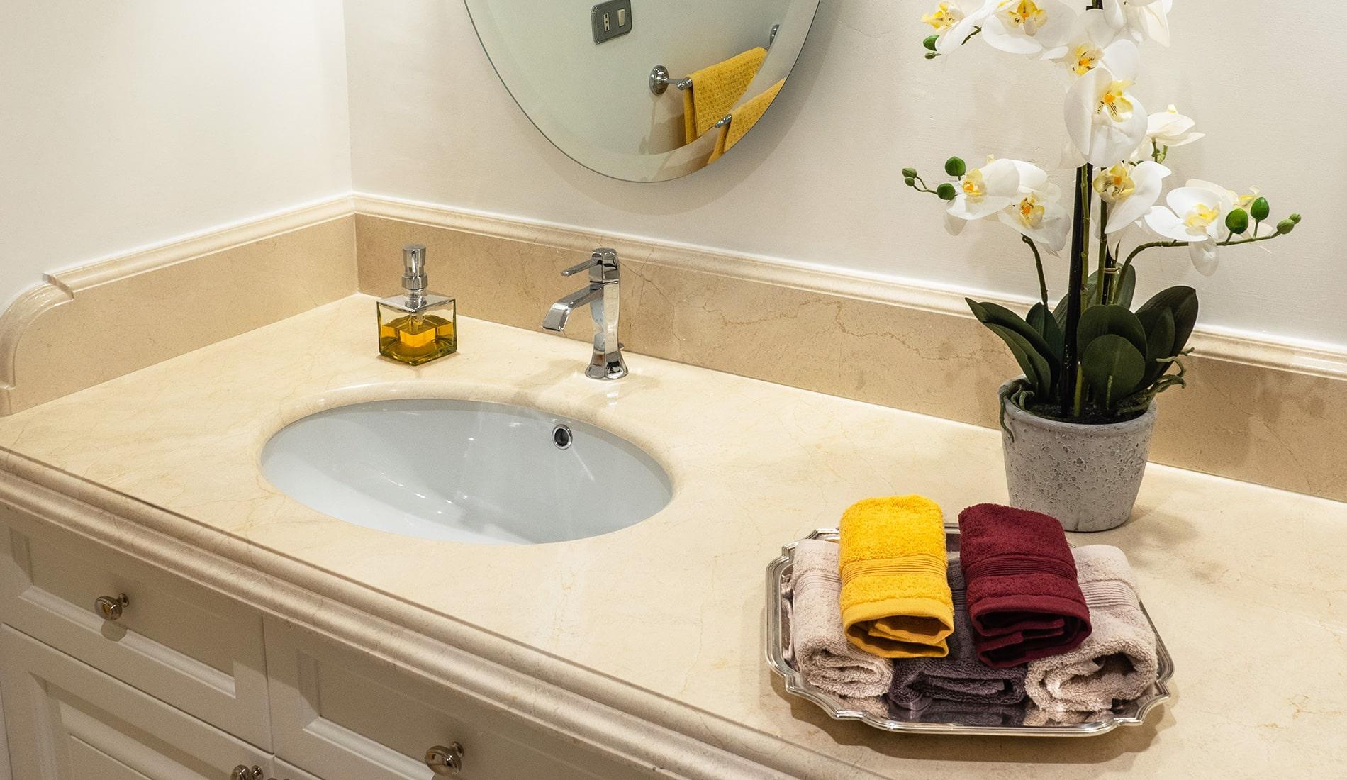marmi-strada-bagni-in-marmo-naturale-lavelli-vasche-docce-rivestimenti-10