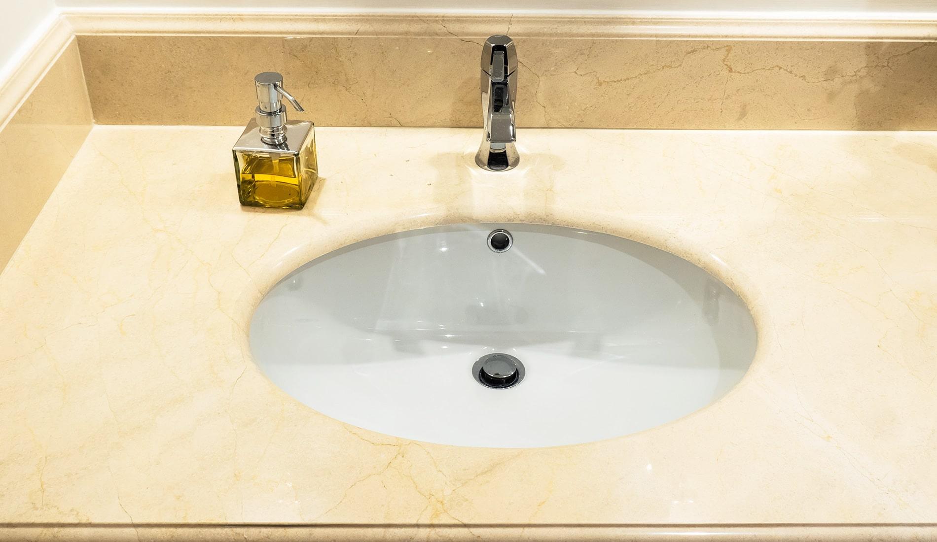 marmi-strada-bagni-in-marmo-naturale-lavelli-vasche-docce-rivestimenti-11