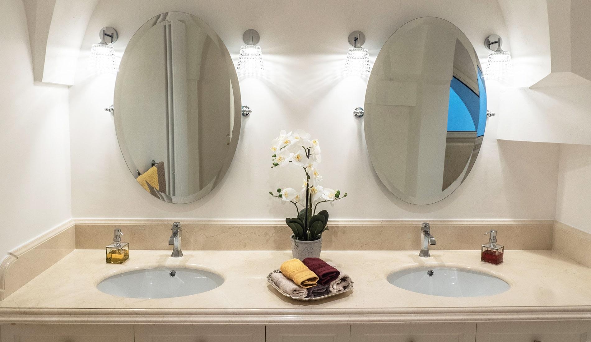 marmi-strada-bagni-in-marmo-naturale-lavelli-vasche-docce-rivestimenti-12