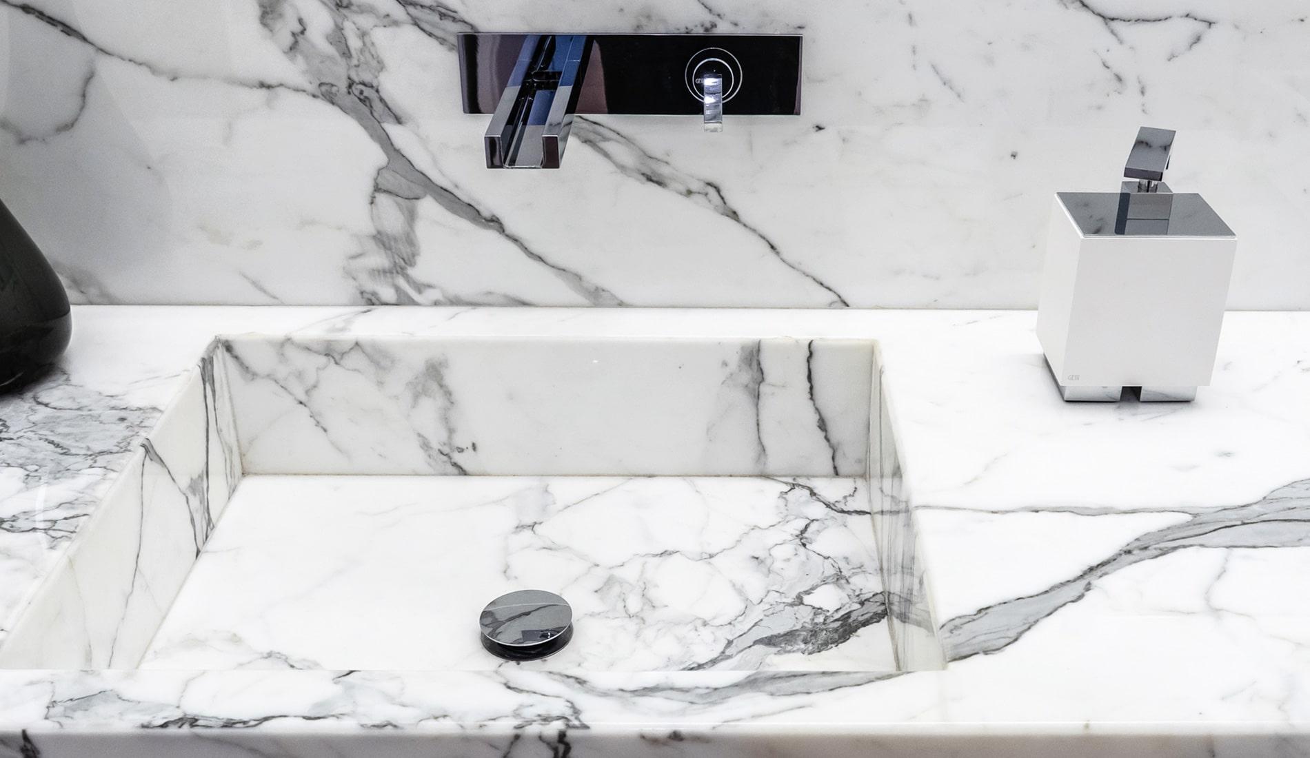 marmi-strada-bagni-in-marmo-naturale-lavelli-vasche-docce-rivestimenti-6