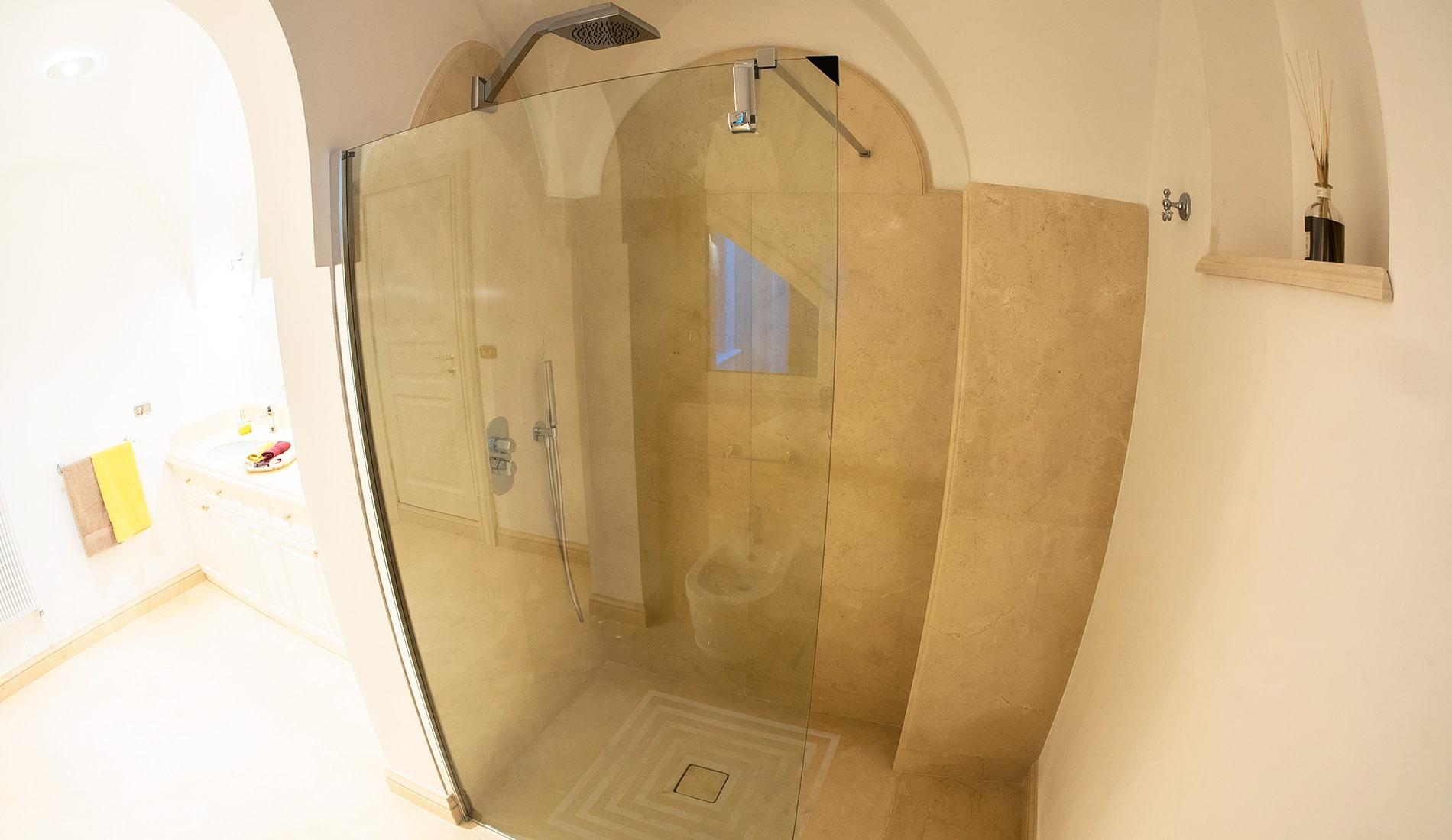 marmi-strada-bagni-in-marmo-naturale-lavelli-vasche-docce-rivestimenti-8